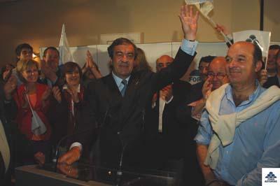 Francisco Álvarez Cascos celebra la victoria.