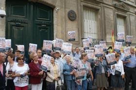 Concentración ante el Consulado de España en París.