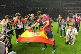 Raúl dando pases taurinos tras ganar la Copa de Alemania.