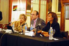 Elvira Cortajarena, Julio Olmos y Virginia Franganillo en la apertura de las jornadas.
