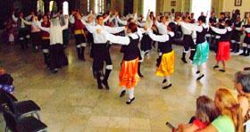 final con la participación de los grupos de danza de las tres sociedades.