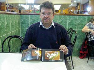 Enrique López, muestra su proyecto.