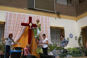 El montaje de la cruz.