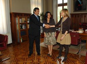 Álvarez Cascos saluda a Pérez Espinosa en la Junta General.