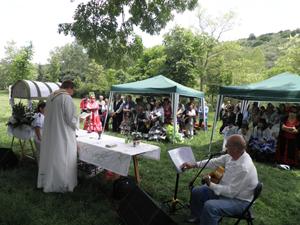 Se ofició una Misa Rociera.