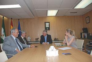 Menacho y Ayala con los representantes de la federación.