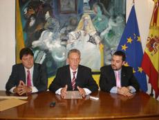José Manuel Besteiro, Rafael Estrella y Santos Gastón Juan.