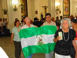 Entrada de la Bandera de Andalucía portada la vicepresidenta, el director y otros directivos del CAH.