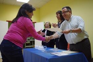 Raquel Arias y Antonio Aguarón entregaron los diplomas.