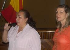 La nueva presidenta, Teresa Rodríguez, se dirige a la asamblea.