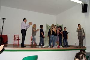 Los miembros del grupo de teatro.