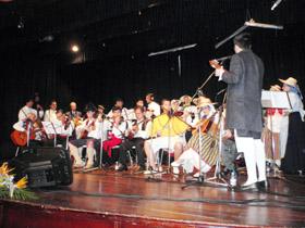 Actuación del grupo 'Entre Cuerdas'.
