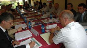 El secretario xeral de Emigración, Santiago Camba, presentó el Plan en la reunión de agosto de 2010 de la Comisión Delegada del Consello de Comunidades Galegas.