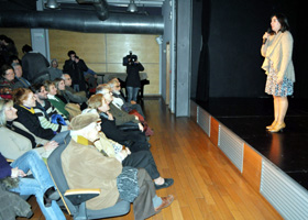 María Viera Vignale presenta el documental.