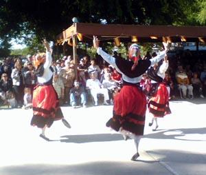 Actuación del grupo gallego en la fiesta de la Casa de España de Los Ángeles.