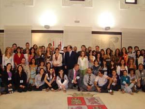 Herrera con los jóvenes del encuentro de la pasada edición.