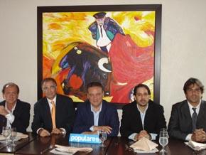 Alfredo Prada con los miembros de la nueva Comisión Gestora del PP en Puerto Rico.