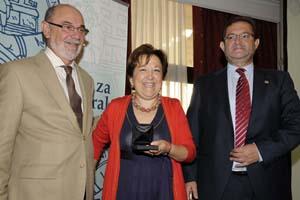La conselleira Pilar Farjas recibe la Medalla de los Pacientes.