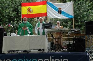El padre Ernesto Atanes celebró la misa.