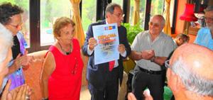 Entrega del 'Diploma de Reconocimiento' a Pablo Barrios.