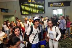 Llegada de los jóvenes al aeropuerto de Lavacolla.