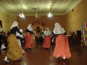 El grupo de baile de la Casa Balear Villa María.