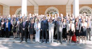 El presidente del Gobierno con los directores de las sedes del Instituto Cervantes.