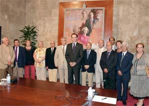 Foto de familia de Bauzá, el conseller Gómez y representantes de la Federación.