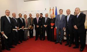 Alfonso Rueda y Santiago Camba con los galardonados en la Casa de Galicia en Madrid.