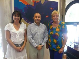 La directora generall Estarellas, el conseller Gómez y Rosita Lladó.