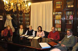 Pilar Pin reunida con los directivos del Hogar Español.