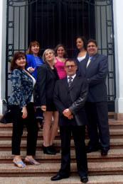 El nuevo CRE de Panamá ante la Embajada de España en el país.