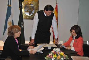 Pilar Pin y Marité Puga durante su encuentro con Néstor Ferraresi, director de la Escuela de Negocios y Posgrados de la Universidad Siglo 21.