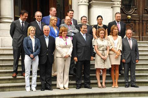Francisco Álvarez Cascos con los miembros de su equipo.