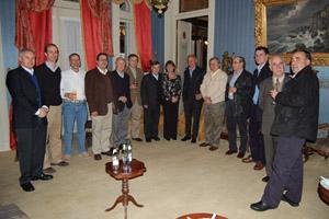 Cena ofrecida por Pesca Chile con asistencia de autoridades locales, miembros de Pesca Chile, de la Sociedad Española de Punta Arenas y representantes de empresas gallegas con intereses en Punta Arenas.