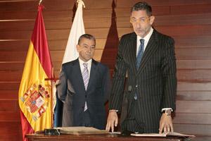 Manuel Martínez-Fresno promete su cargo ante Paulino Rivero.