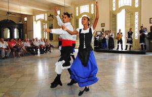 El grupo folclórico de la AAG tuvo a su cargo la actividad cultural.