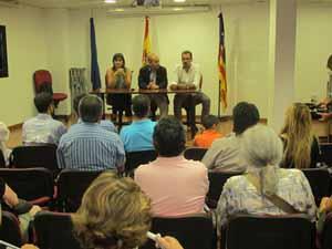 Numerosos representantes de entidades acudieron al Casal.