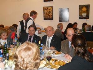 Adolfo Gerardo Sardón (centro), con otras autoridades en la comida.