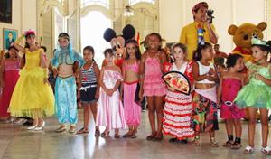 Fueron premiados los niños y niñas con los disfraces más bonitos.