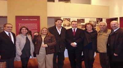 Agustín Manzano (5ºizqda) junto a Pedro Bello, Julia Hernando y directivos de entidades castellanas y leonesas en Argentina.