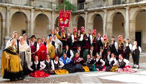 Grupo 'Coros y Danzas La Nacencia'.