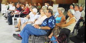 Público asistente a la actividad de la asociación Hijos de Lorenzana.