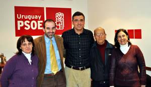 Cortés junto a los directivos del PSOE Uruguay.