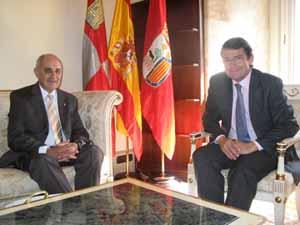 José Pérez Pinar junto a Alfonso Fernández Mañueco.