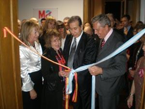 Josefina Delgado, Francisco Puebla y Rafael Estrella tuvieron el honor de cortar la cinta inaugural.