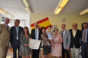 José Gil Doval, con la Medalla de Oro de la Emigración, y Pilar Pin.
