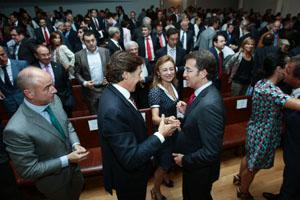 Núñez Feijóo en la presentación, a la que también acudió el secretario da Emigración, Santiago Camba.
