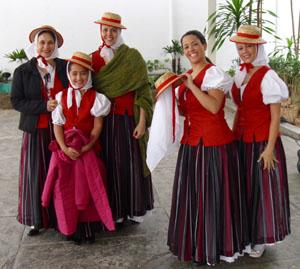 Representantes del Grupo Folclórico del Centro Canario.
