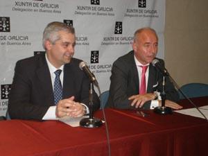 Camba, acompañado por López Dobarro, ratificó el compromiso de la Xunta con la emigración durante el acto en el que despidió a los beneficiarios de 'Reencontros na terra'.